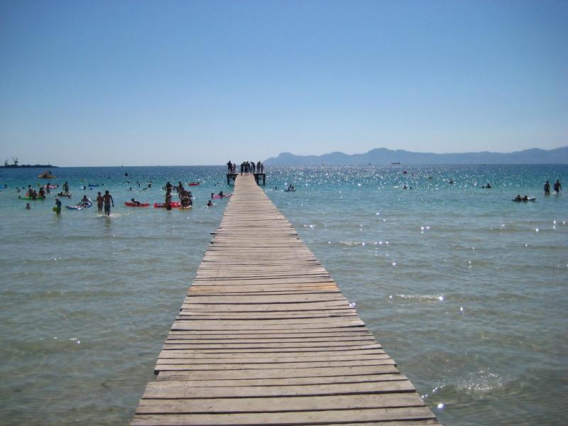 Nord de Majorque : les eaux cristallines d'Alcudia pour une plage en famille